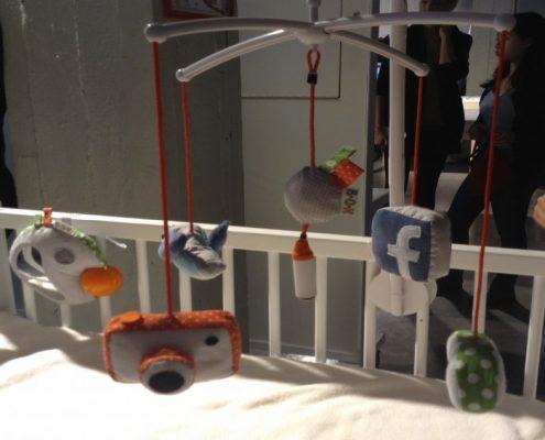 speelgoed waarmee de baby social media kan bedienen